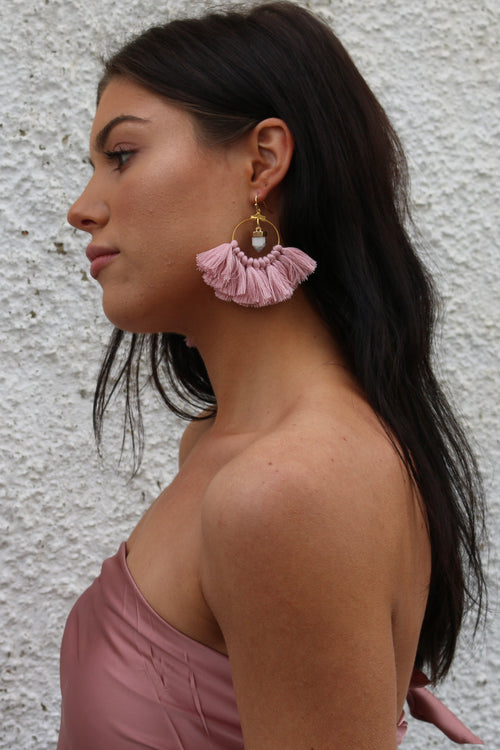 Himalayan earring in dusty pink with tassels