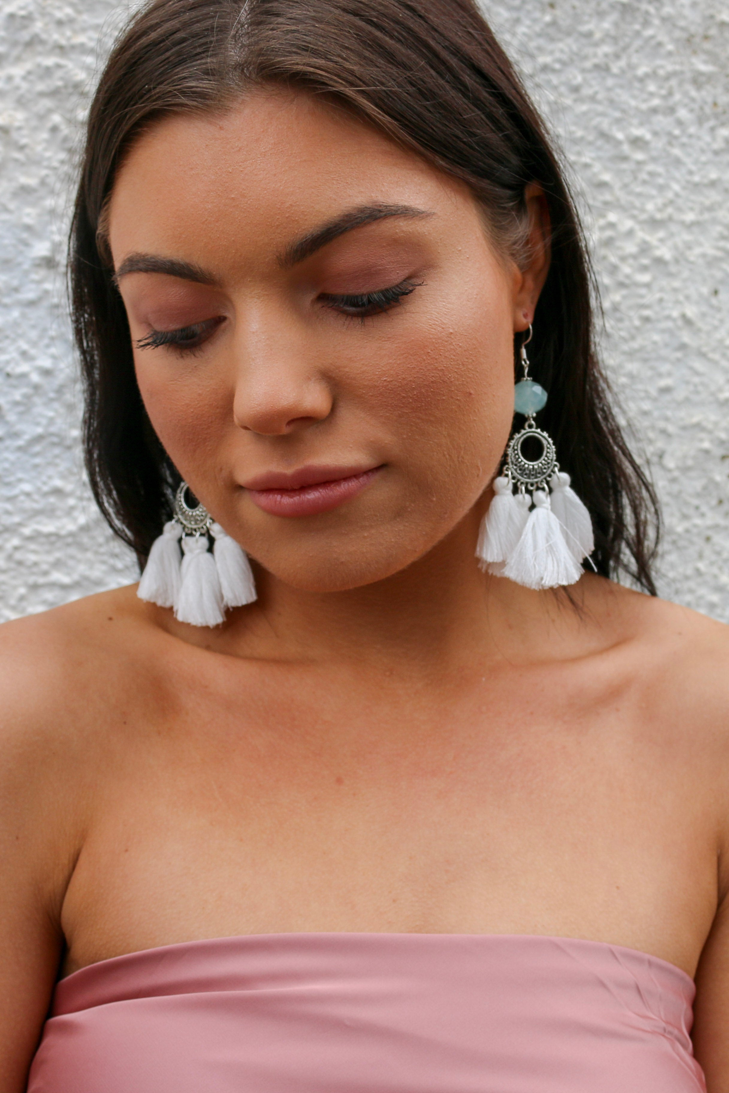 Hamptons earring in white with tassels