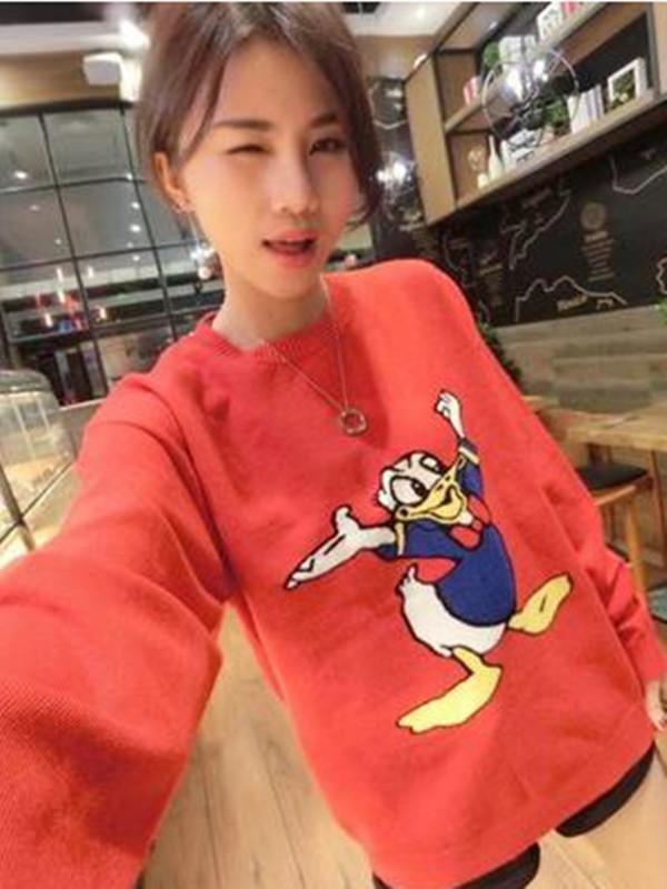 Donald Duck Round Neck Sweater