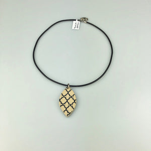 Beige Leaf with Paint Pattern Necklace Sm