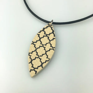 Beige Leaf with Paint Pattern Necklace Med