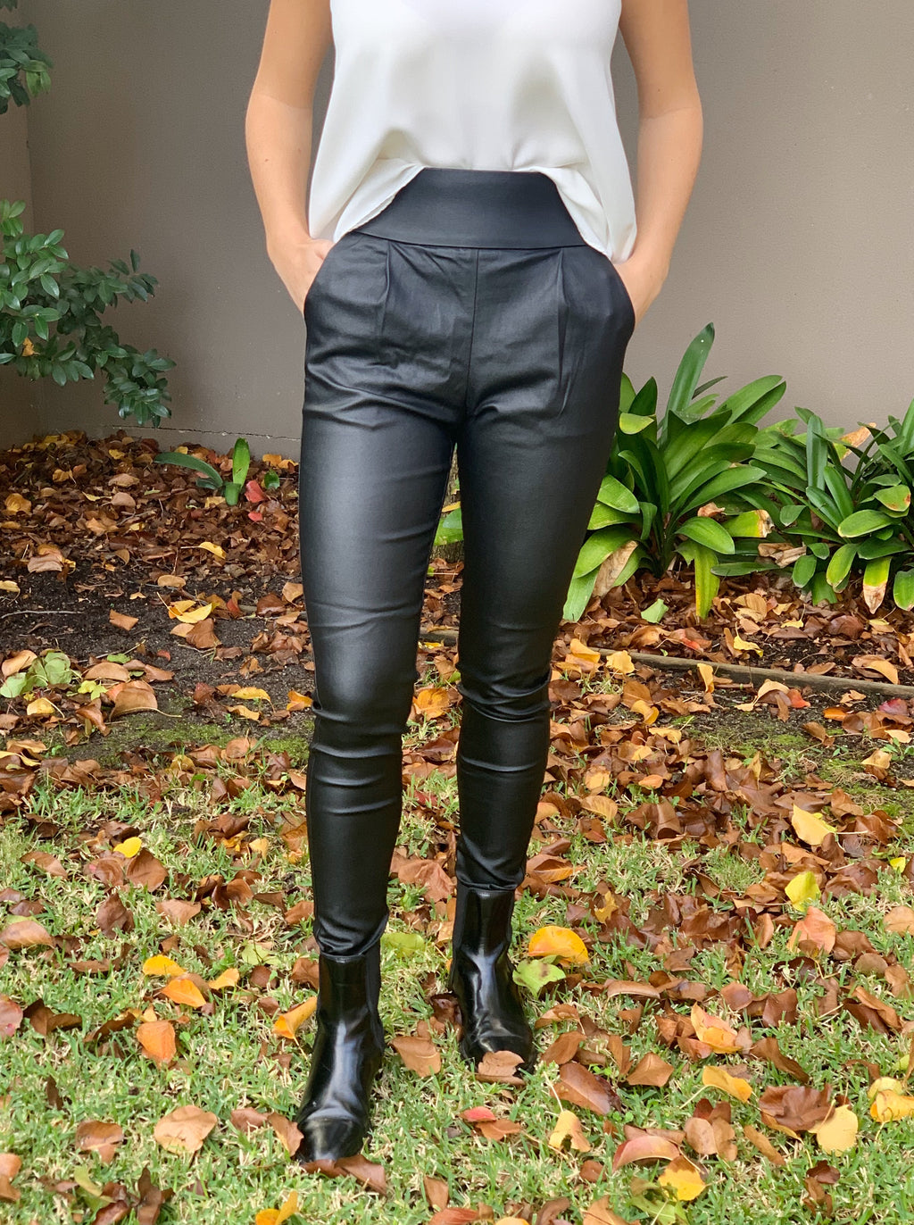 Slim lined coated pants with pockets.
