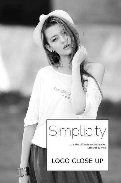 "Ladies Long T-Shirt in White with simple logo saying ""Simplicity is the ulimate sophistication"" by Leonardo da Vinci"