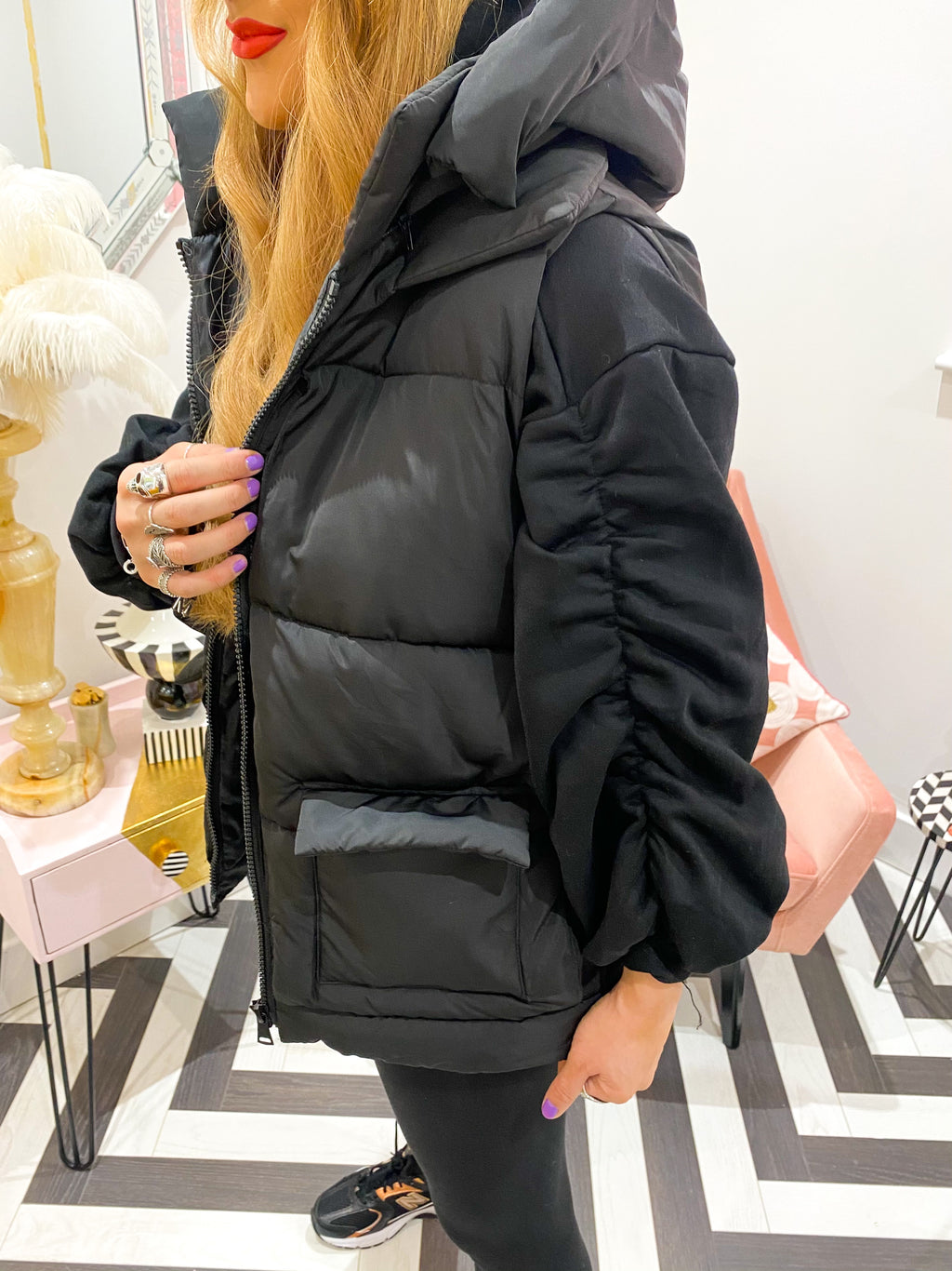 HOODED QUILTED PUFFER GILET IN BLACK