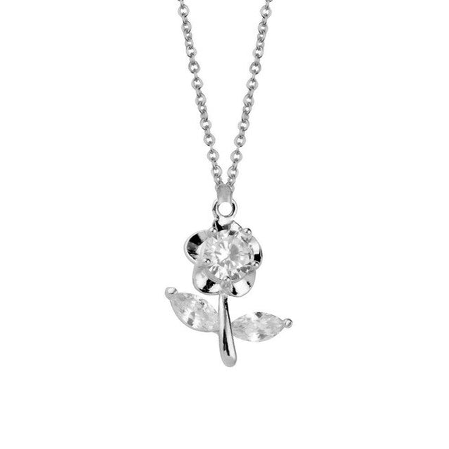 Lovely Flower With Leaves Design Necklace