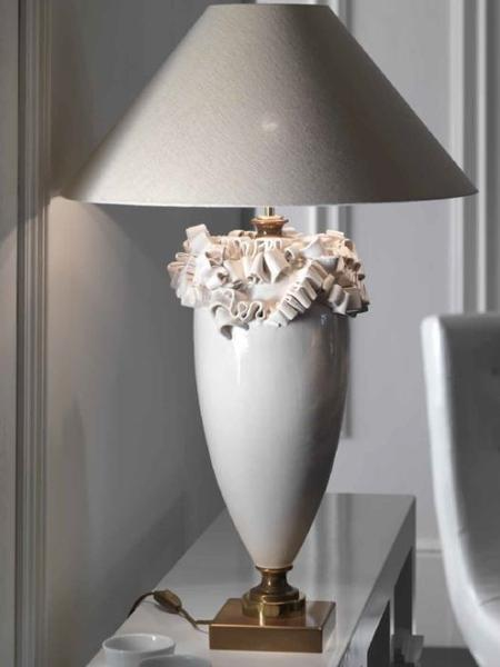 Chic Italian table lamp with majolica curls and silk linen shade