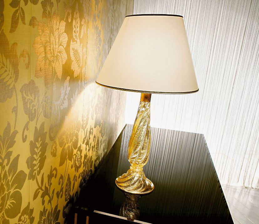 Classic Venetian table lamp with twisted clear and amber glass base