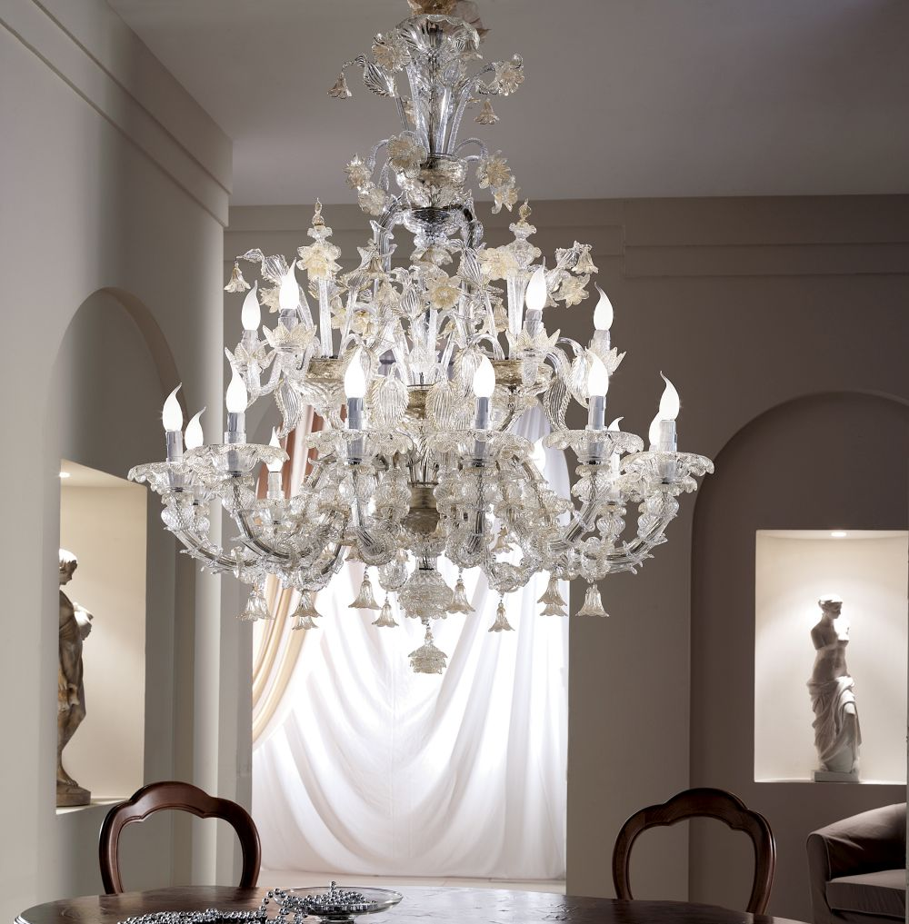 Spectacular large  Venetian 18 light chandelier with Rezzonico arms