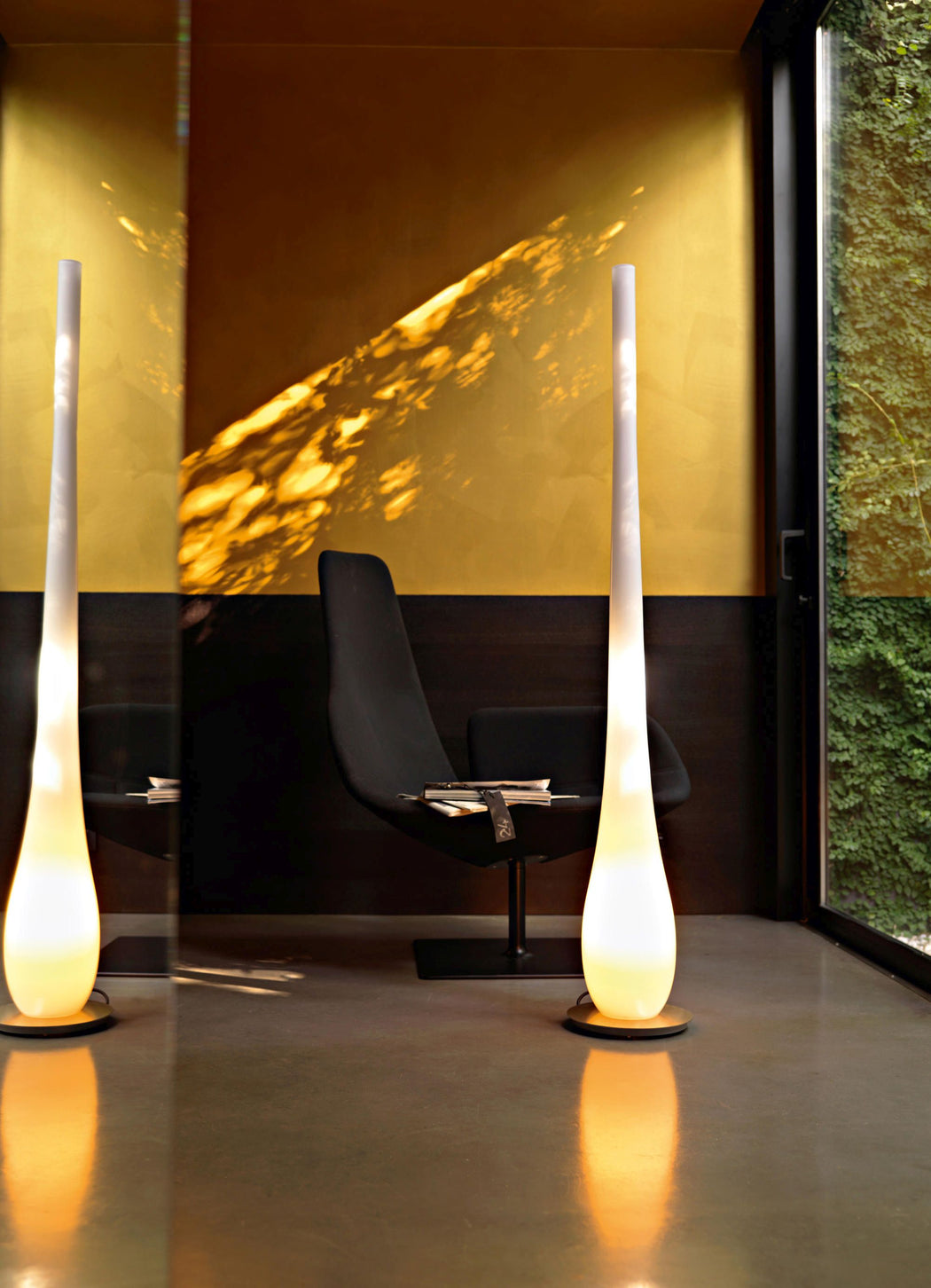 Tall modern white droplet-shaped Murano glass floor lamp on a steel frame