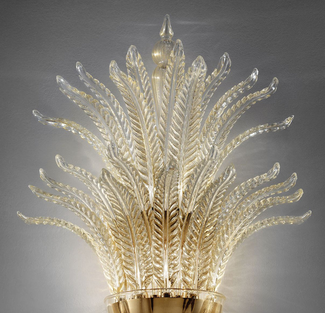 Elegant traditional Italian wall light in white Murano glass with silver or gold