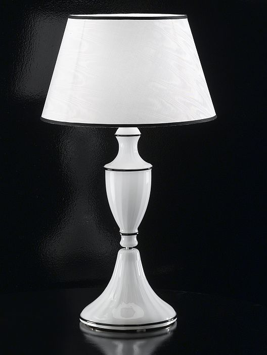 Baroque-style white Murano glass table lamp with white shade