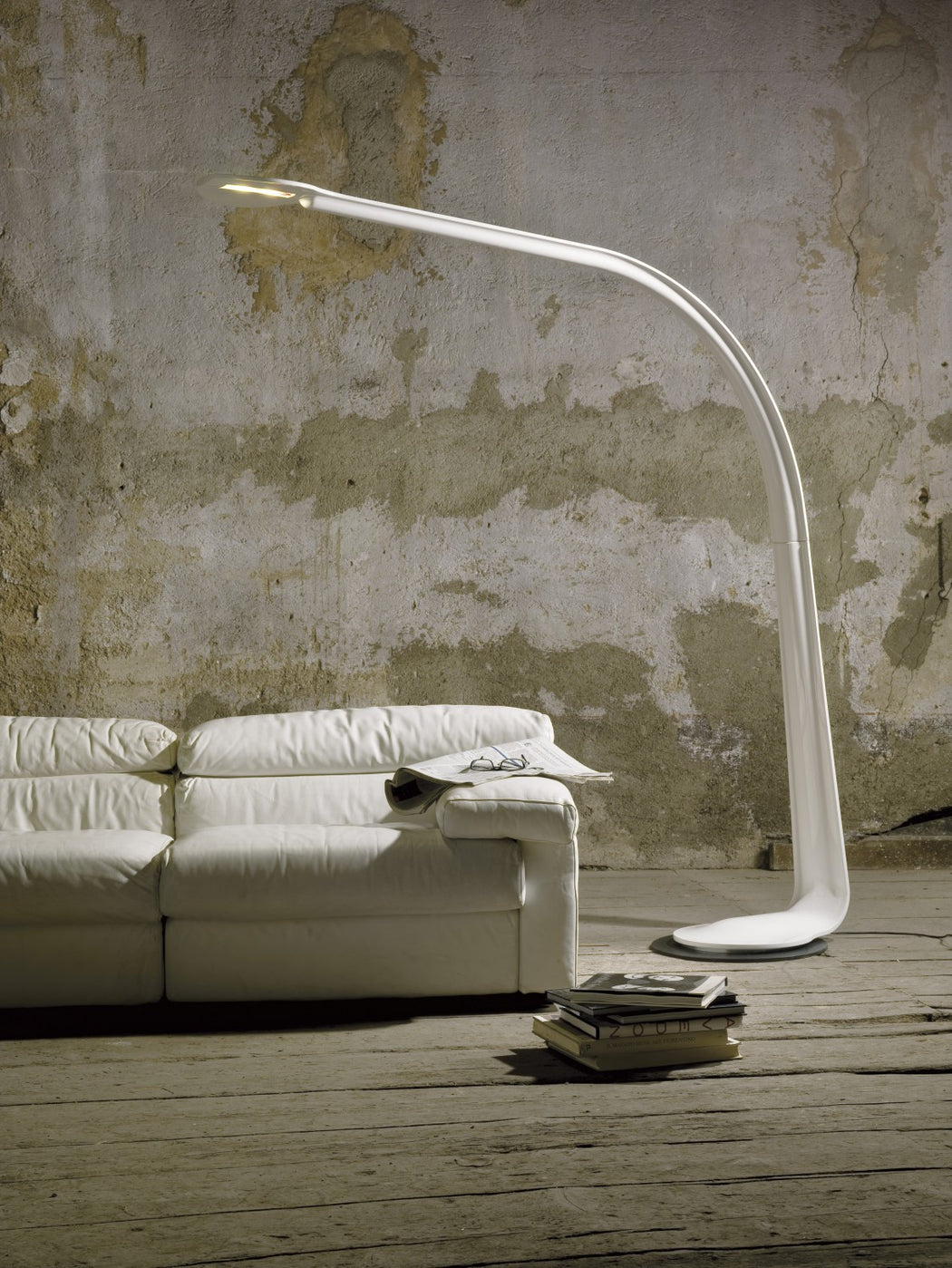 Great Italian leather-covered LED floor lamp in 7 colours