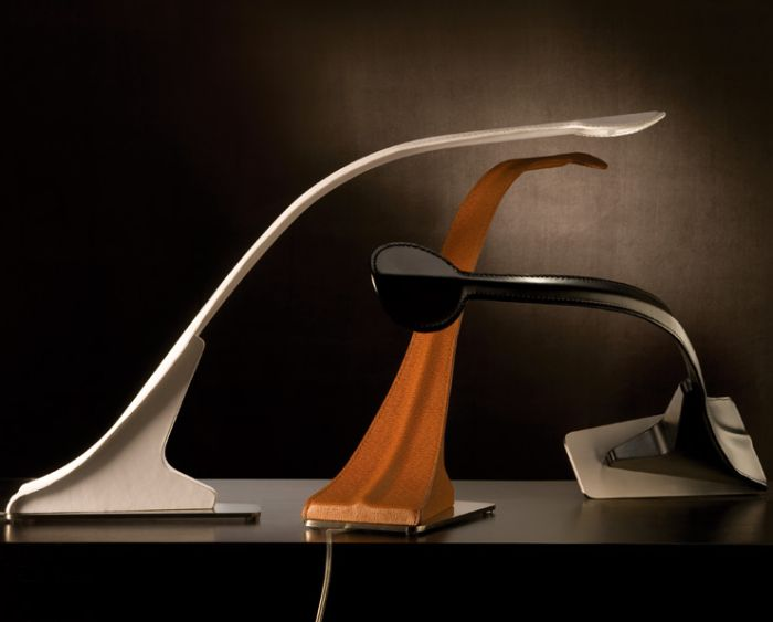Modern Italian leather-covered table lamp in 7 colours