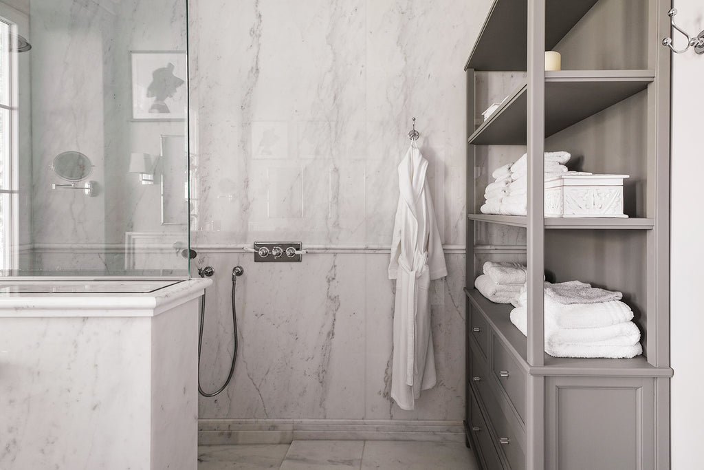 white marble book match toilet bianco