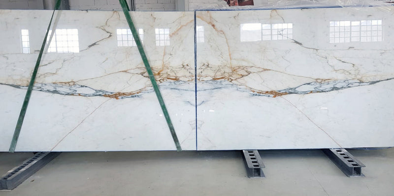 calacatta oro slabs close up