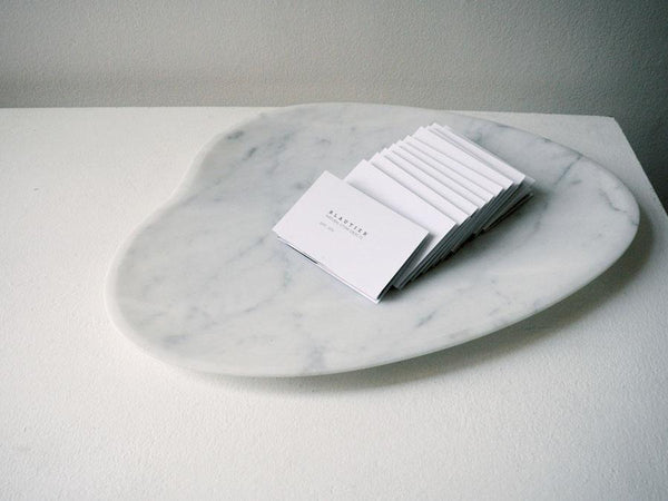 center plate with business card bianco carrara