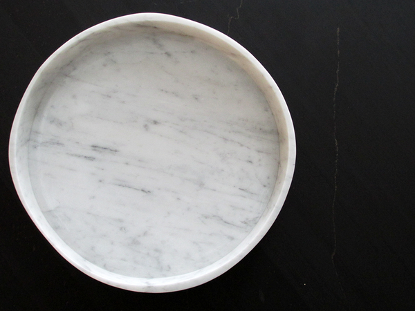 center plate bianco carrara from top