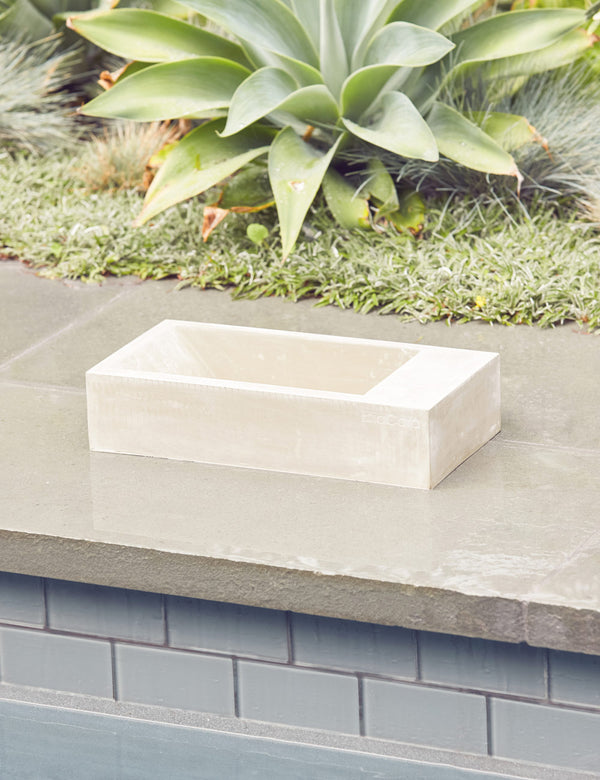 Trogolo Outdoor Dog Bowl | Concrete