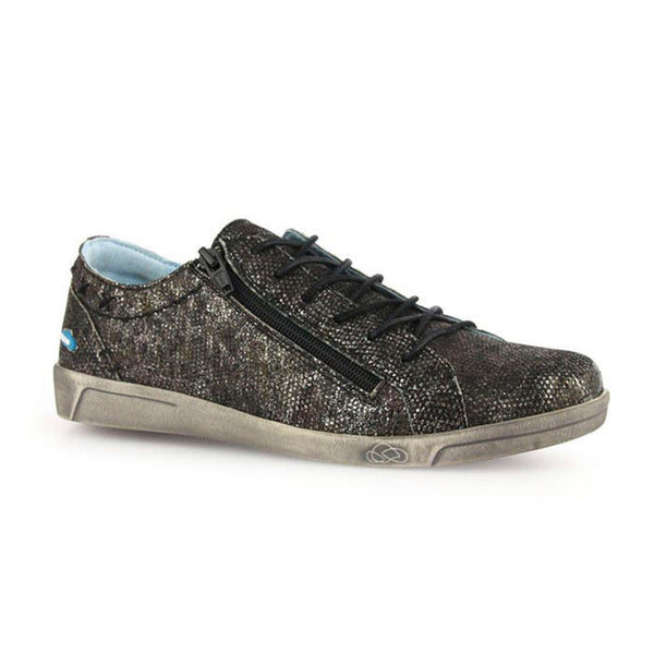 Aika Sneaker in Grunge Black by Cloud Footwear