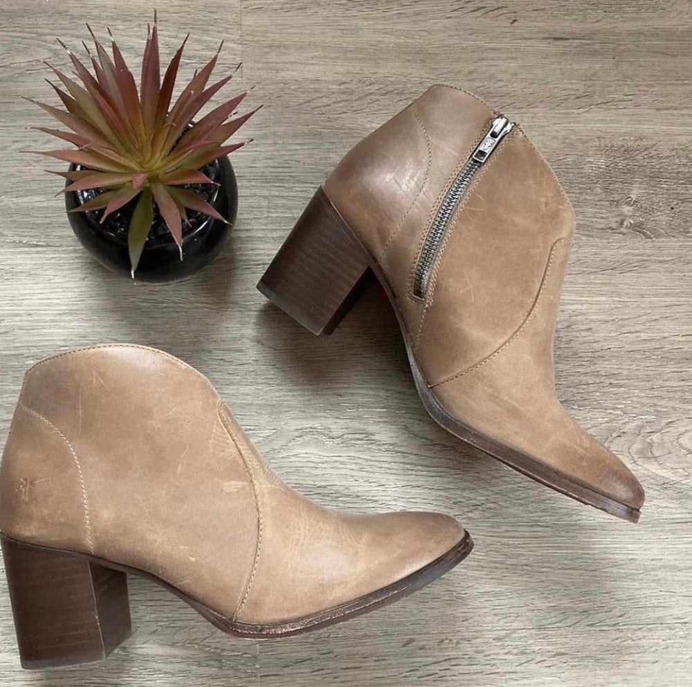 NEW Frye Nora Taupe Booties Sz 9 (F)