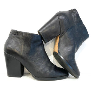 Cole Haan Black Leather Heeled Booties Sz 9.5/10 (f)