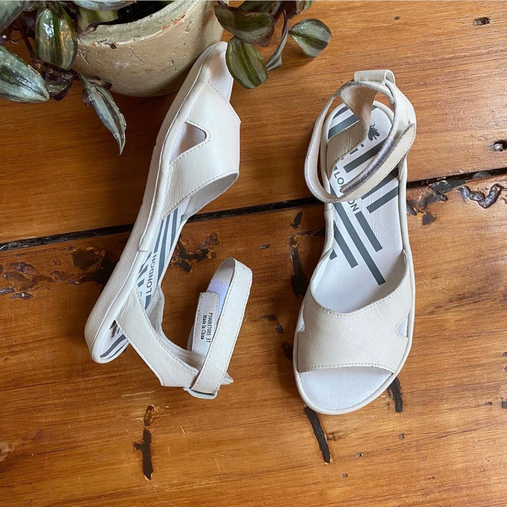 NEW Fly London Mousse Mafi I'm Off White Sandals Sz 37/6.5-7 (F)