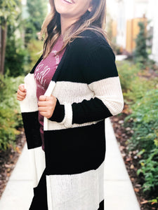 BLACK AND WHITE RIBBED STRIPE CARDIGAN