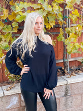 TRUE OF HEART OPEN SHOULDER TOP-BLACK