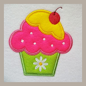 Cute Cupcake Applique Tutorial is the ideal Beginners project to start your journey in Applique. at astitchahalf.net