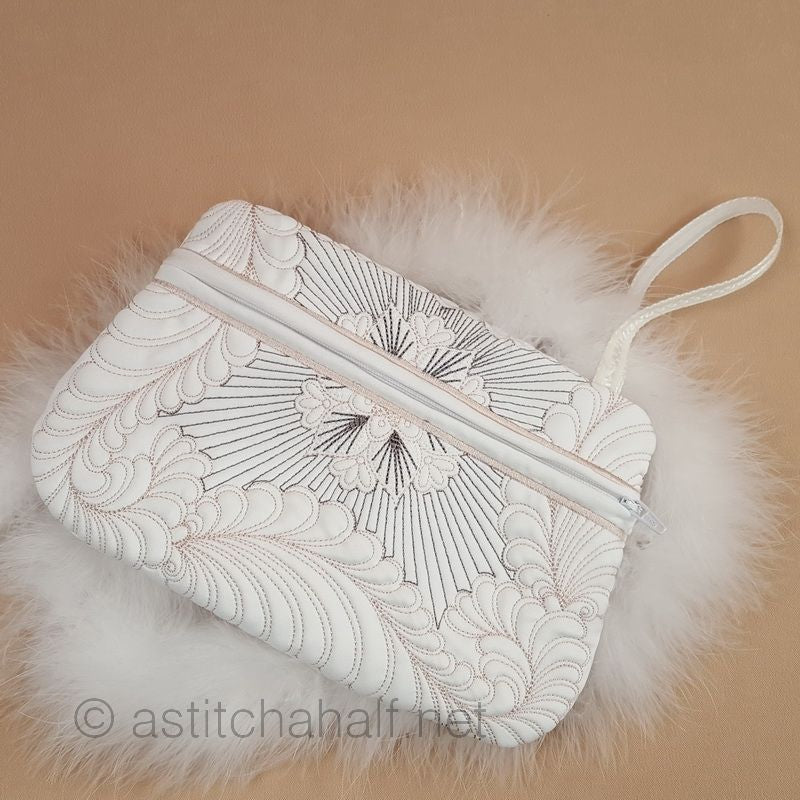 Feathers Latte ITH Wrist Purse