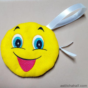 Emoji Smiley Bag with in the hoop zipper - a-stitch-a-half
