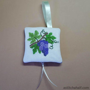 Grape Season Bag With Ith Zipper In The Hoop