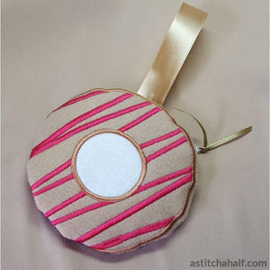 Icing Donut Bag with ITH Zipper - a-stitch-a-half
