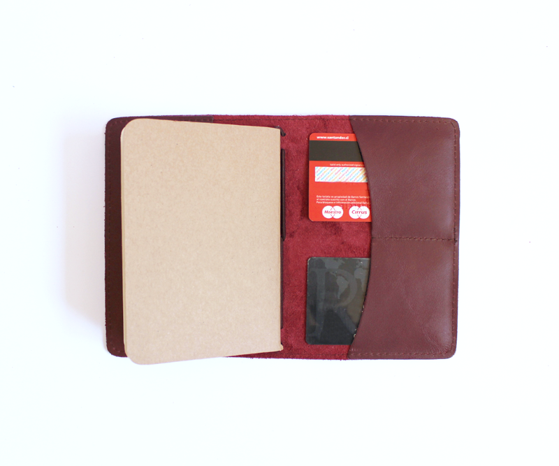 PaperMe, porta documento, cuero, porta pasaporte, pocket journey, pocket, midori, traveller, guinda