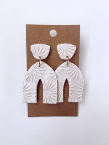 Ivory Pearl Textured Pointed Arch Clay Earrings