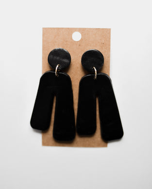 Retro Arch Clay Earrings in Black
