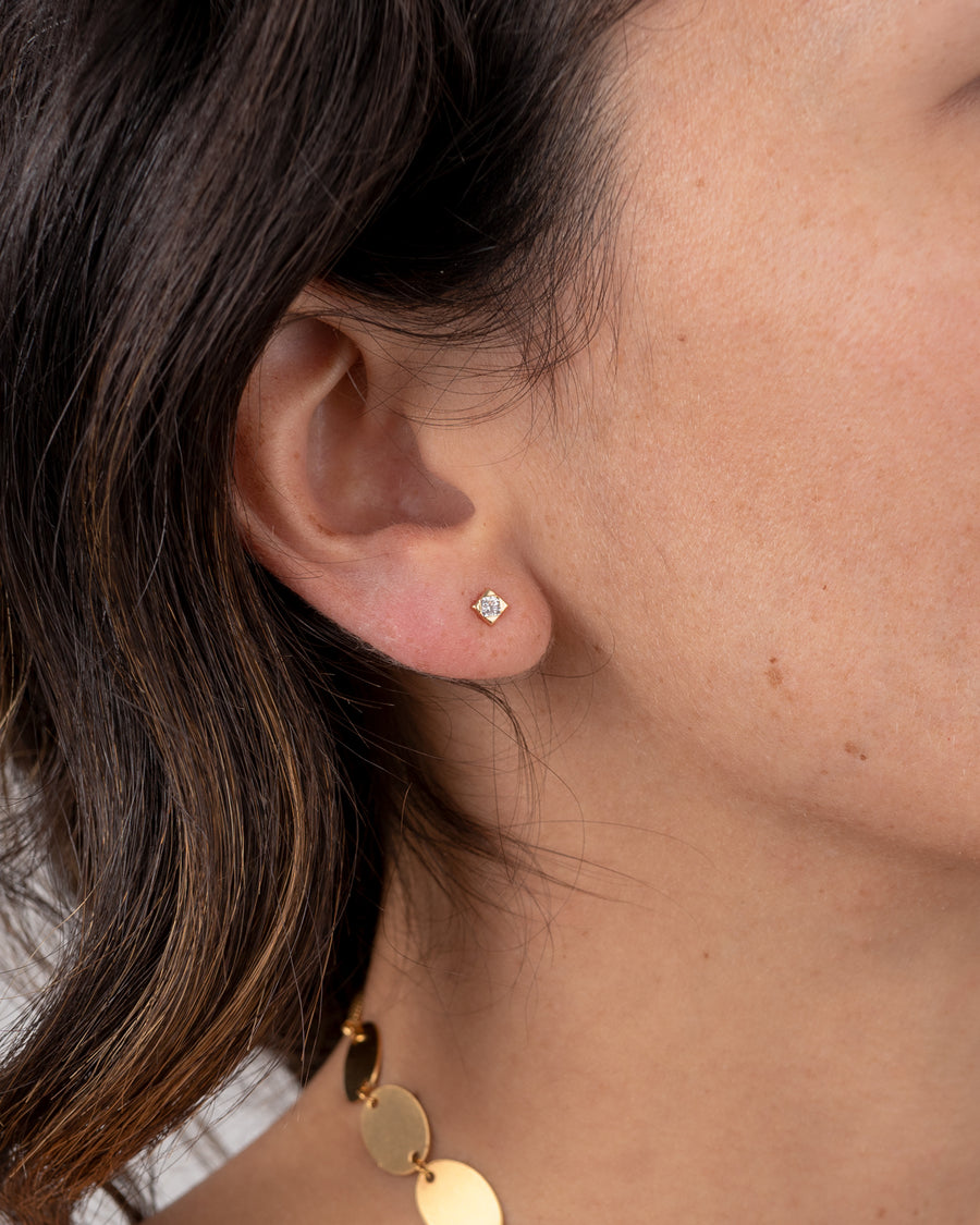 18K Gold Stud With Encrusted Gemstone