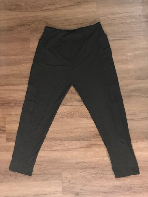 Classic Black Legging with Side Pockets | Plum Hanger