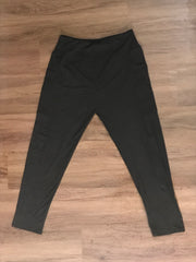 Classic Black Legging with Side Pockets | The Plum Hanger