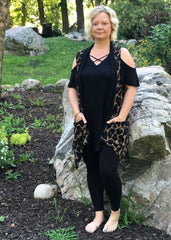 Tammi - Sleeveless, leopard printed cardigan with pockets | Plum Hanger