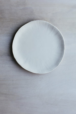 Delicate organic textured matte plates