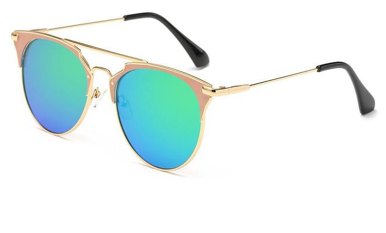 Super reflecting green sunglasses