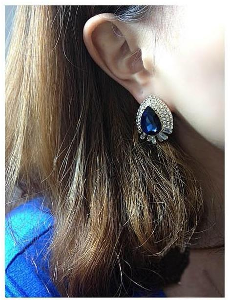 Blue crystal stud earrings