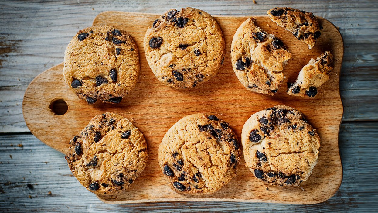 How To Bake Munchy Homemade Chocolate Chip Cookies