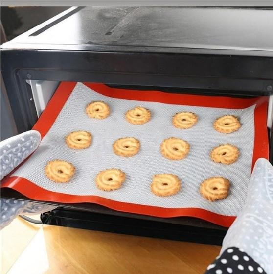 Silicone Heat Resistant Baking Mat. - bakers-dozen-store