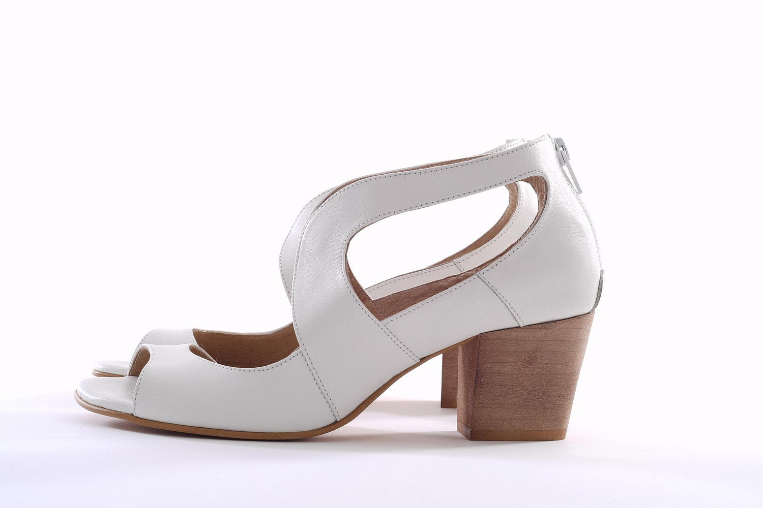 Swan Pumps - White
