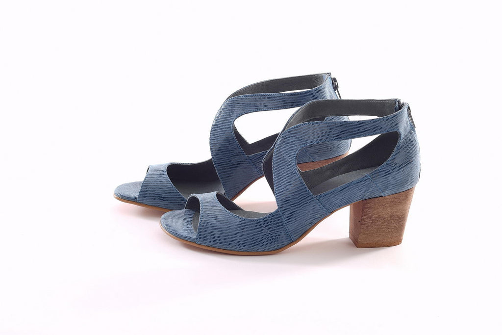 Swan Pumps - Shiny Blue