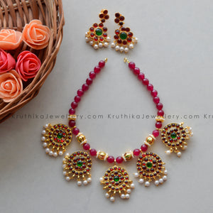 Red Beads Necklace With Kemp Pendants