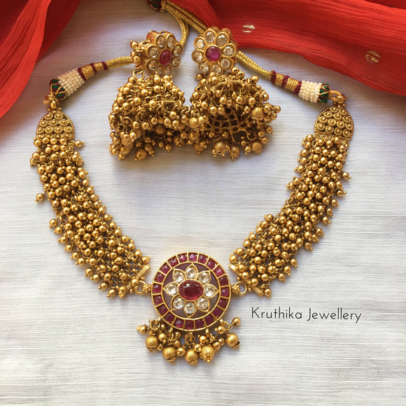Cluster golden beads choker with kemp pendant NC137