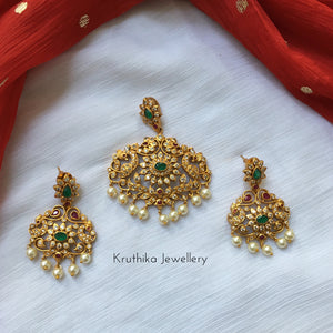 Beautiful emerald pendant set PS1